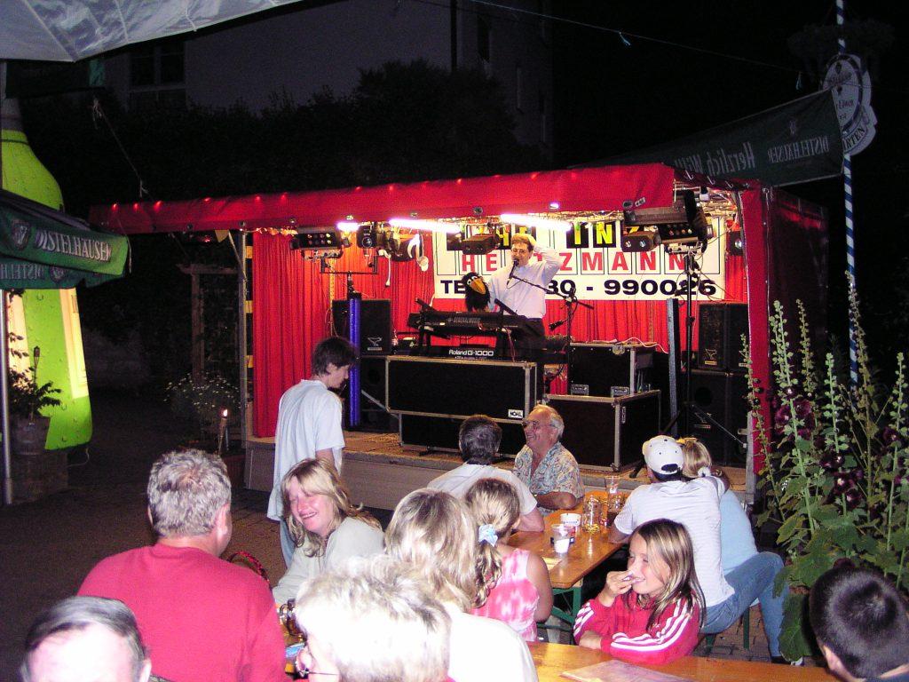 Showbühne beim Biergartenfest in Niederstetten
