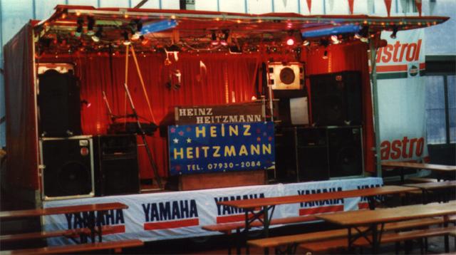 Showbühne im Mazda Autohaus