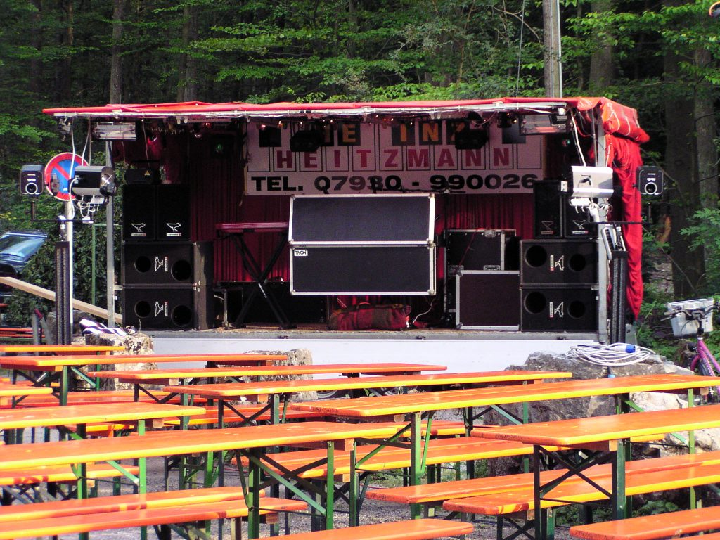 Showbühne am Seefest in Hollenbach tagsüber